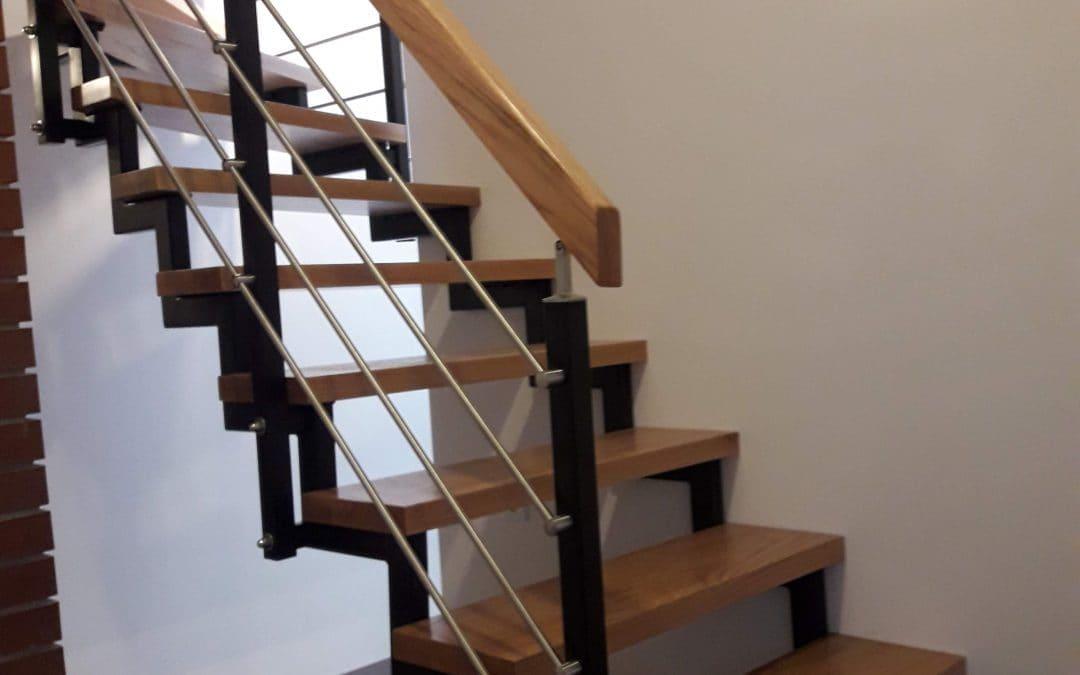 Gdzie sprawdzą się schody metalowe?