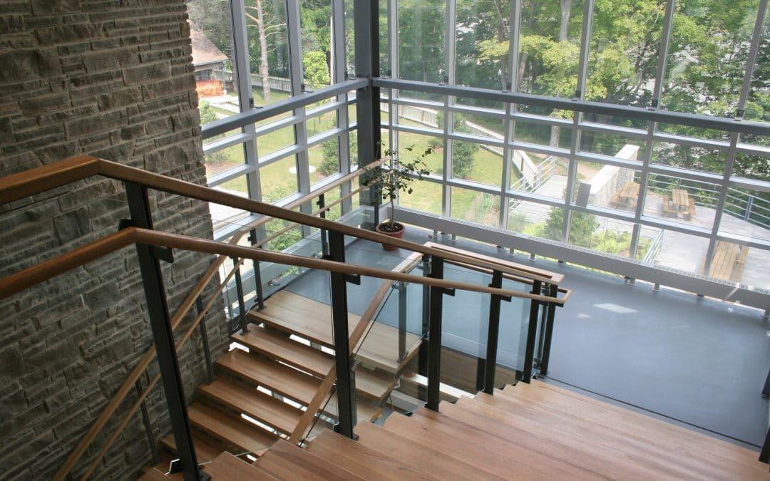 Z jakiego drewna najlepiej wykonać schody wewnętrzne?