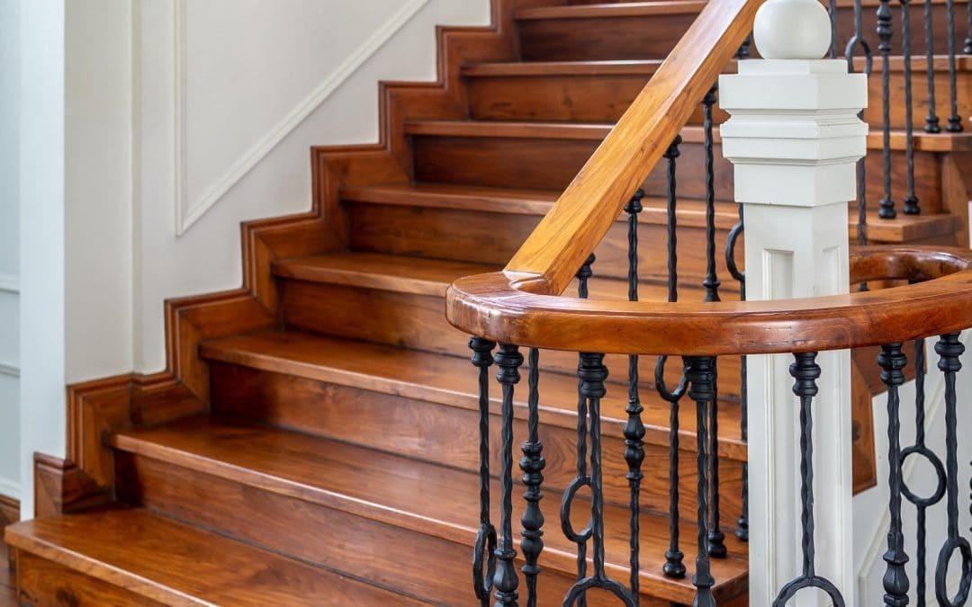 Jak należy dbać o schody drewniane?